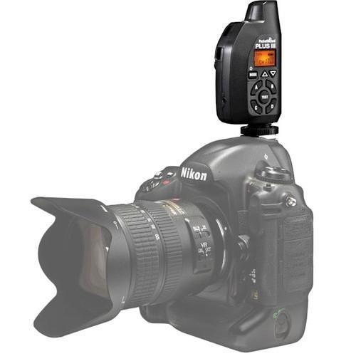 Trigger PocketWizard Plus III montado en cámara