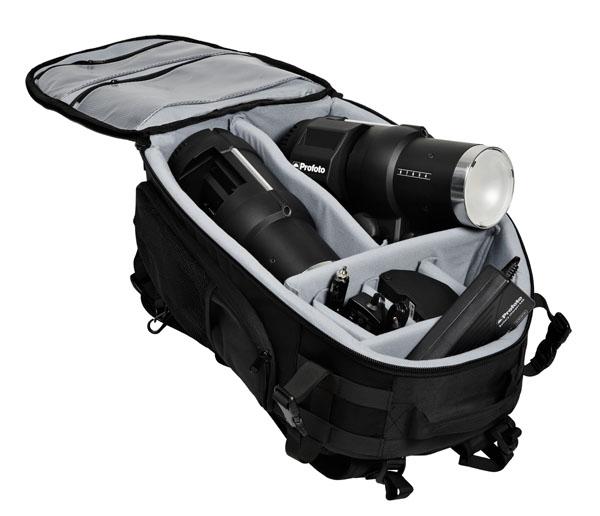 Mochila Profoto Backpack M con accesorios de ejemplo