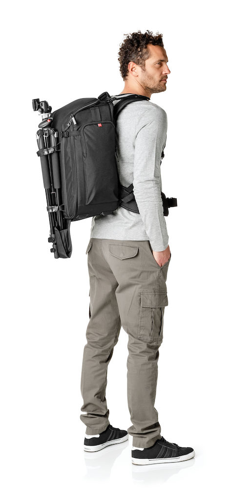 Mochila Manfrotto Professional Backpack 50 montada en la espalda