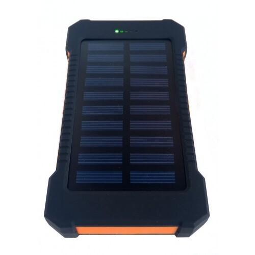 Cargador en uso solar